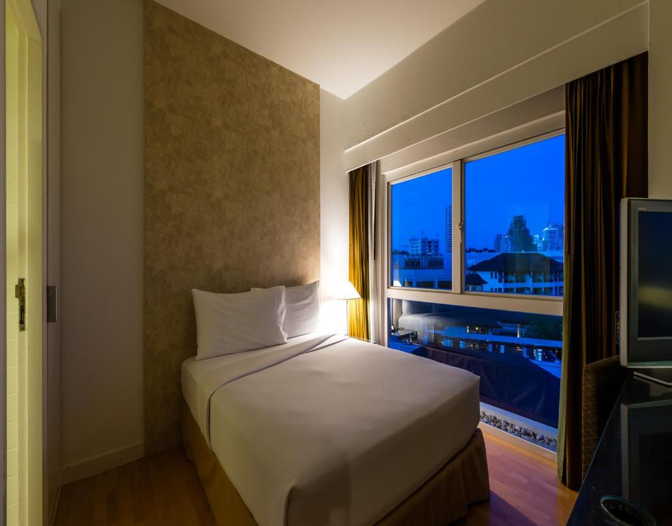 Кровать или кровати в номере RCG Suites Pattaya