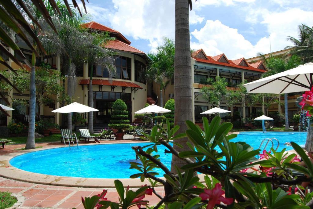 The swimming pool at or near Tien Dat Resort
