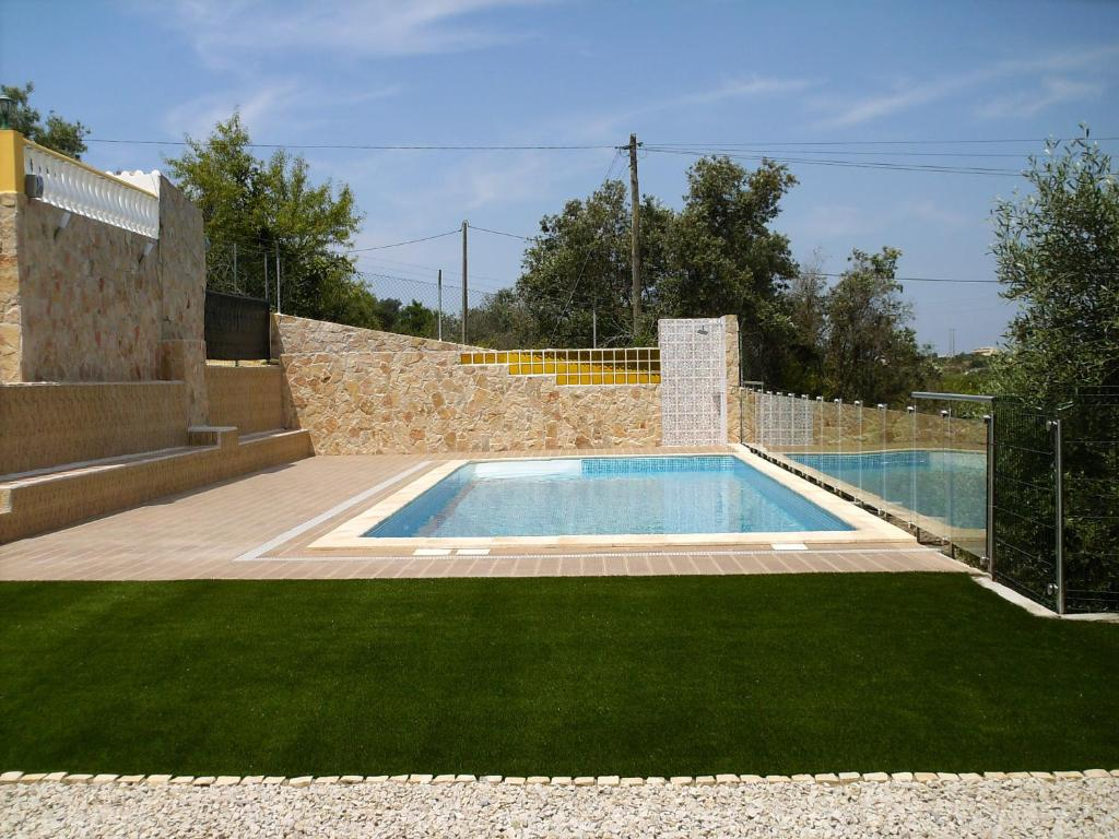 The swimming pool at or near Retiro da Canada