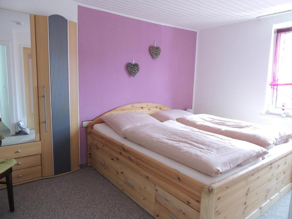 A bed or beds in a room at Pension Neuenrade