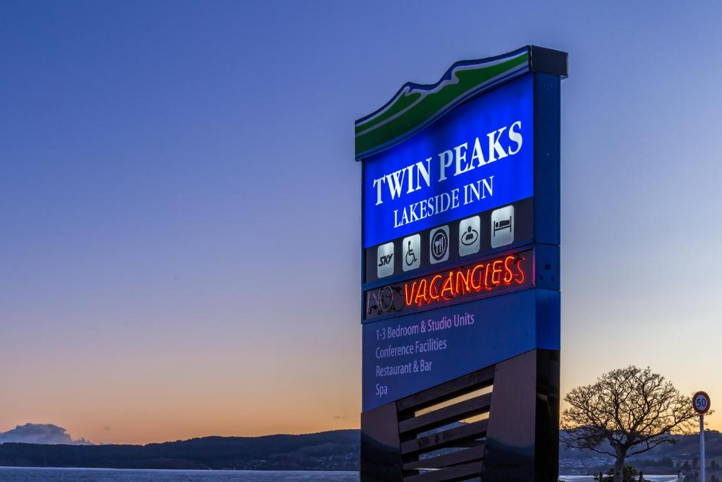 Twin Peaks Lakeside Inn