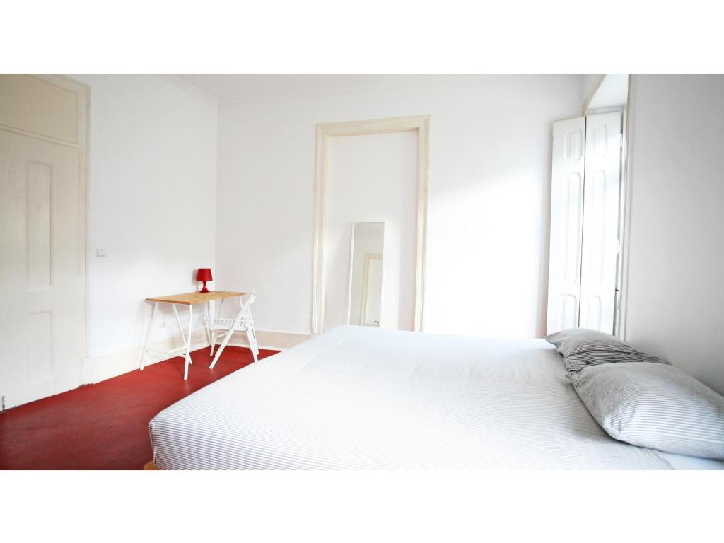 A bed or beds in a room at Friendly Hills Bairro Alto