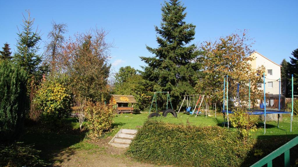 Ein Garten an der Unterkunft Ferienwohnung am Eiskeller