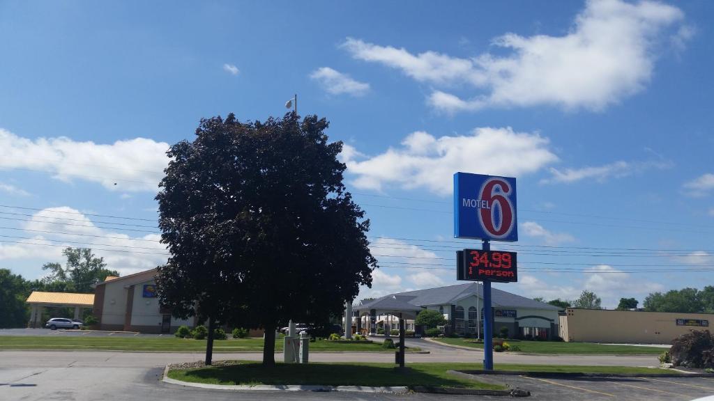 Motel 6 Moline.