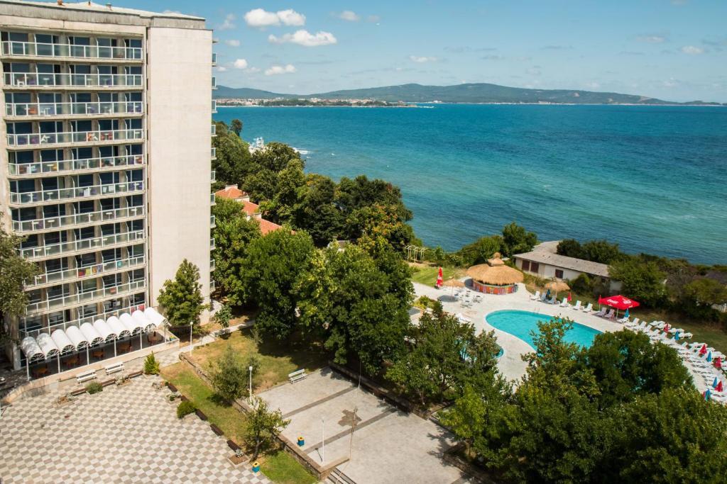 Изглед към басейн в Хотел Кремиковци или наблизо