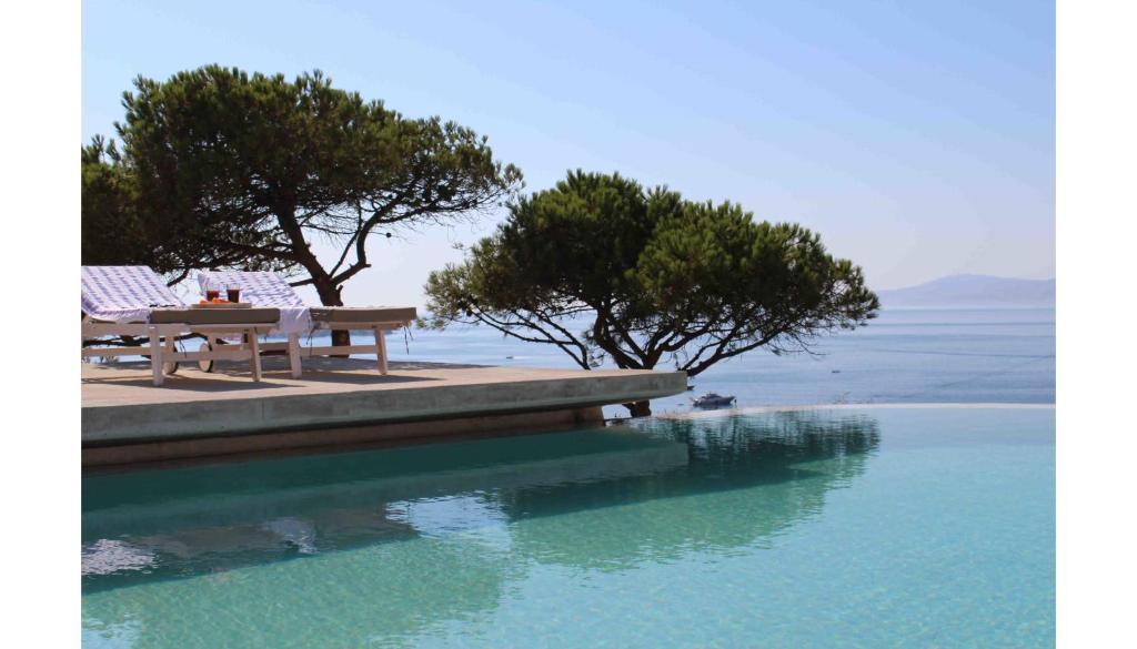 A piscina localizada em Cloud Blue ou nos arredores