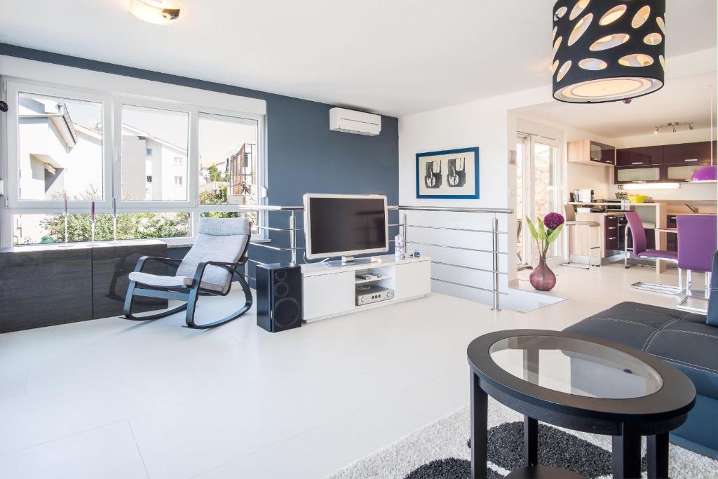 Luna Apartment