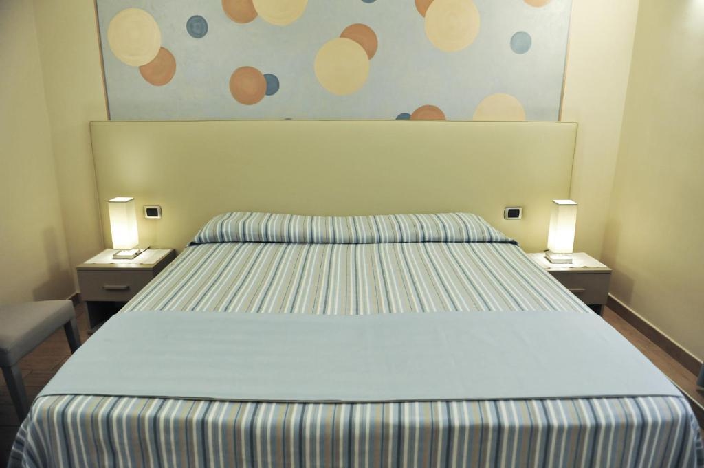 Ein Bett oder Betten in einem Zimmer der Unterkunft Albergo Abanyta
