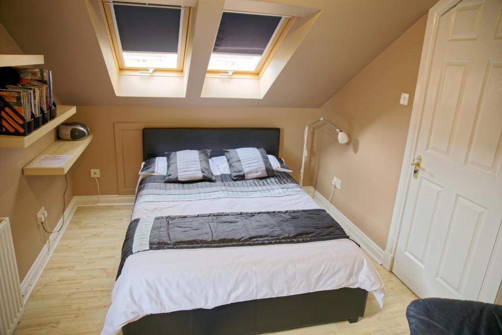 A bed or beds in a room at 3Mac Dunfermline Self-Catering Apartment
