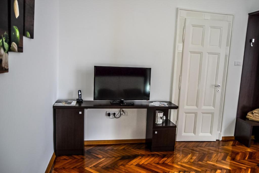 Modena Apartments