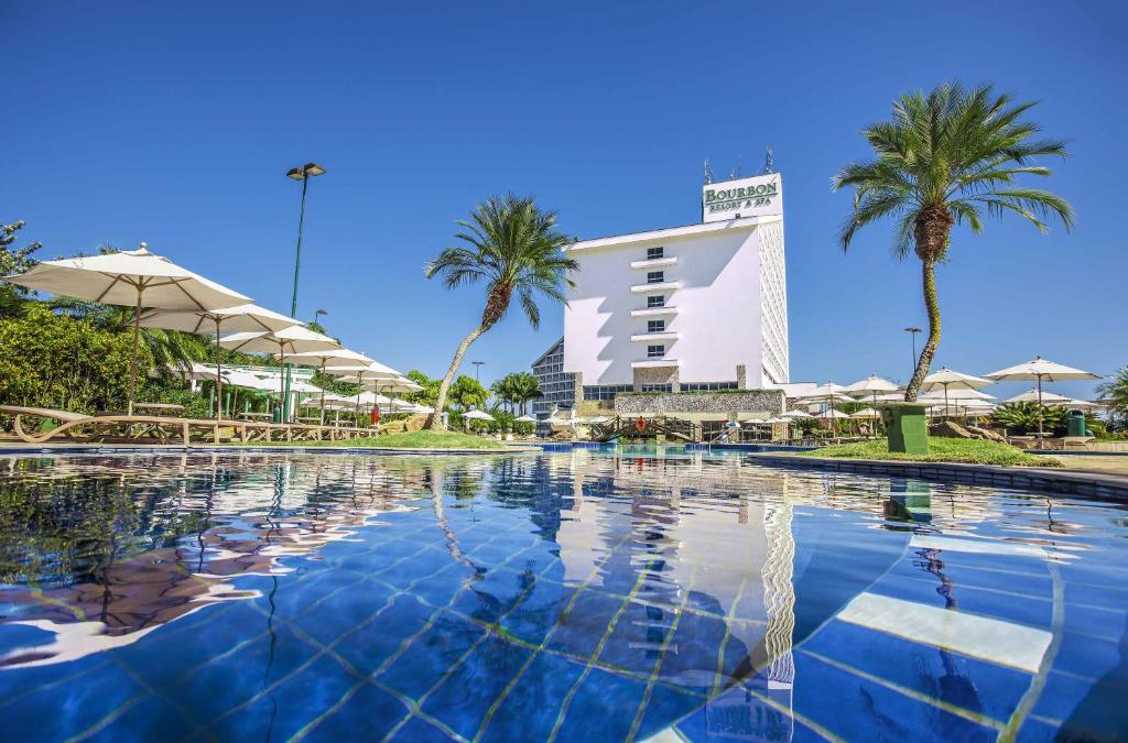 A piscina localizada em Bourbon Atibaia Resort ou nos arredores
