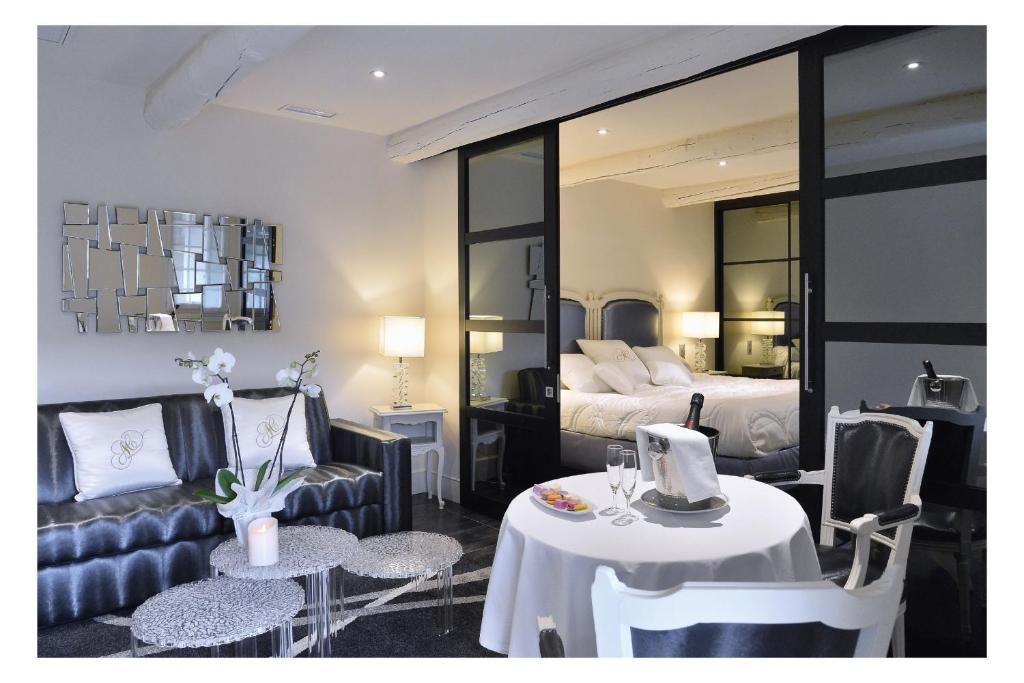 Auberge De Cassagne Spa Le Pontet France Booking Com