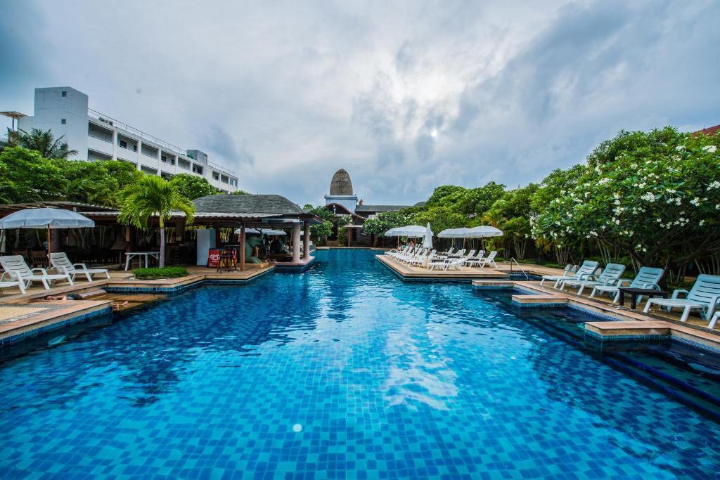 Бассейн в Phuket Kata Resotel или поблизости