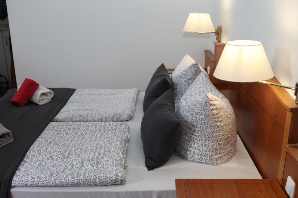Ein Bett oder Betten in einem Zimmer der Unterkunft Hotel Alt-Erfurt