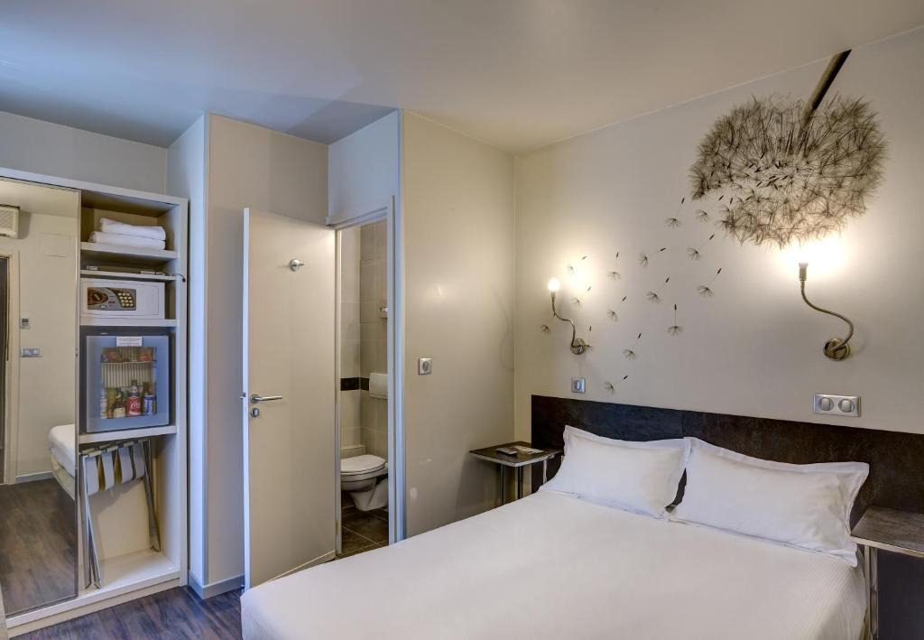 A bed or beds in a room at Hotel Vivaldi
