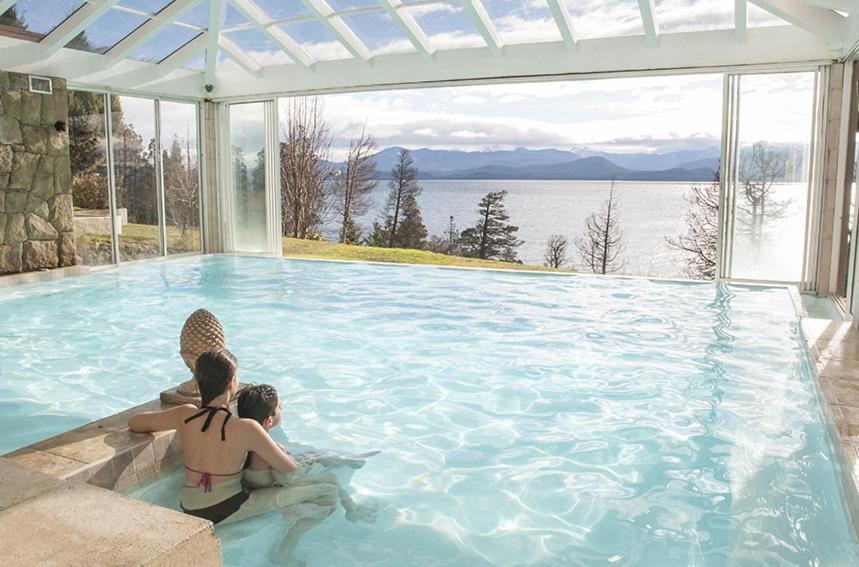 A piscina localizada em Pailahue Cabañas Lodge ou nos arredores