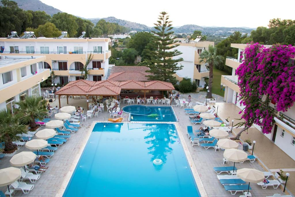 A view of the pool at Marathon Hotel or nearby