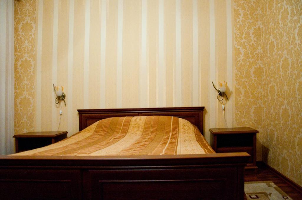 A bed or beds in a room at Лесная Поляна Отель