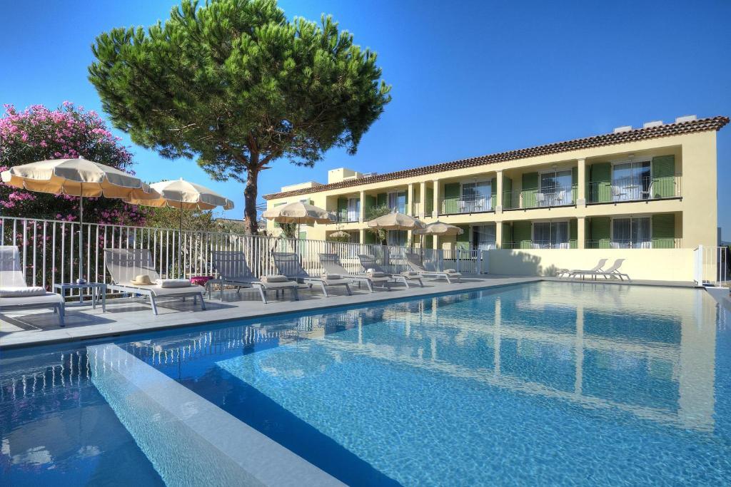 The swimming pool at or close to La Bastide de l'Oliveraie
