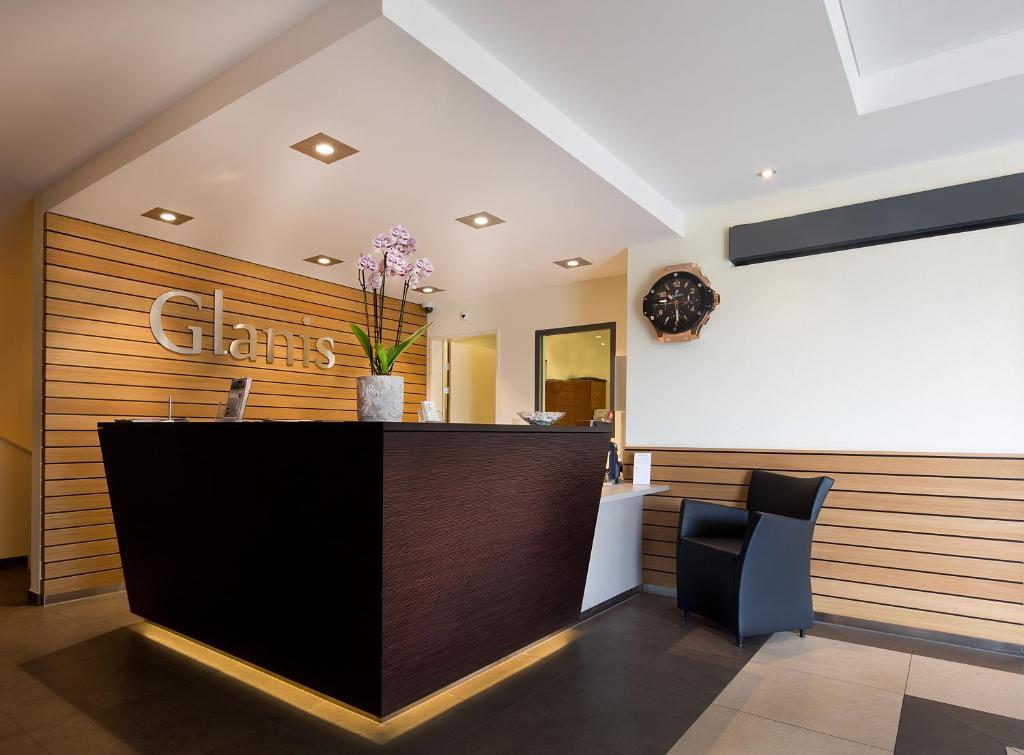 Lobby/Rezeption in der Unterkunft Hôtel Glanis