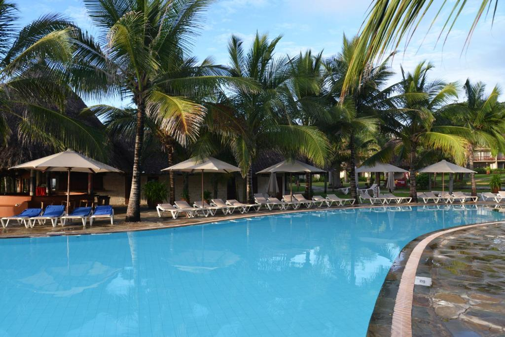 The swimming pool at or close to Baobab Beach Resort & Spa