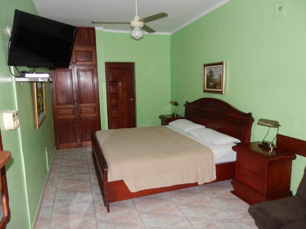 هتل Hotel Garant & Suites