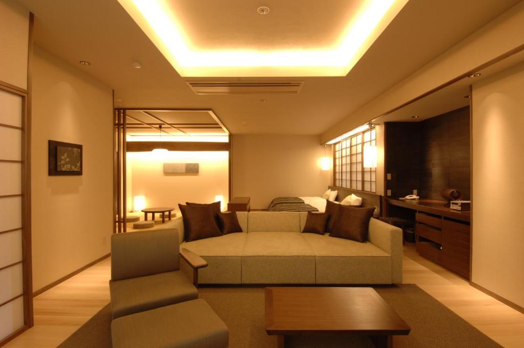 A seating area at Tokinenoyado Yunushiichijoh