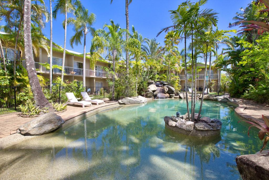 The swimming pool at or near Cairns Rainbow Resort
