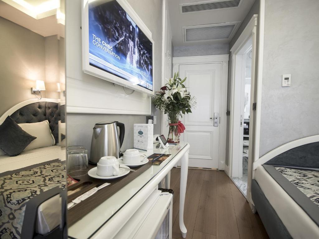 Телевизор и/или развлекательный центр в Antusa Palace Hotel & Spa