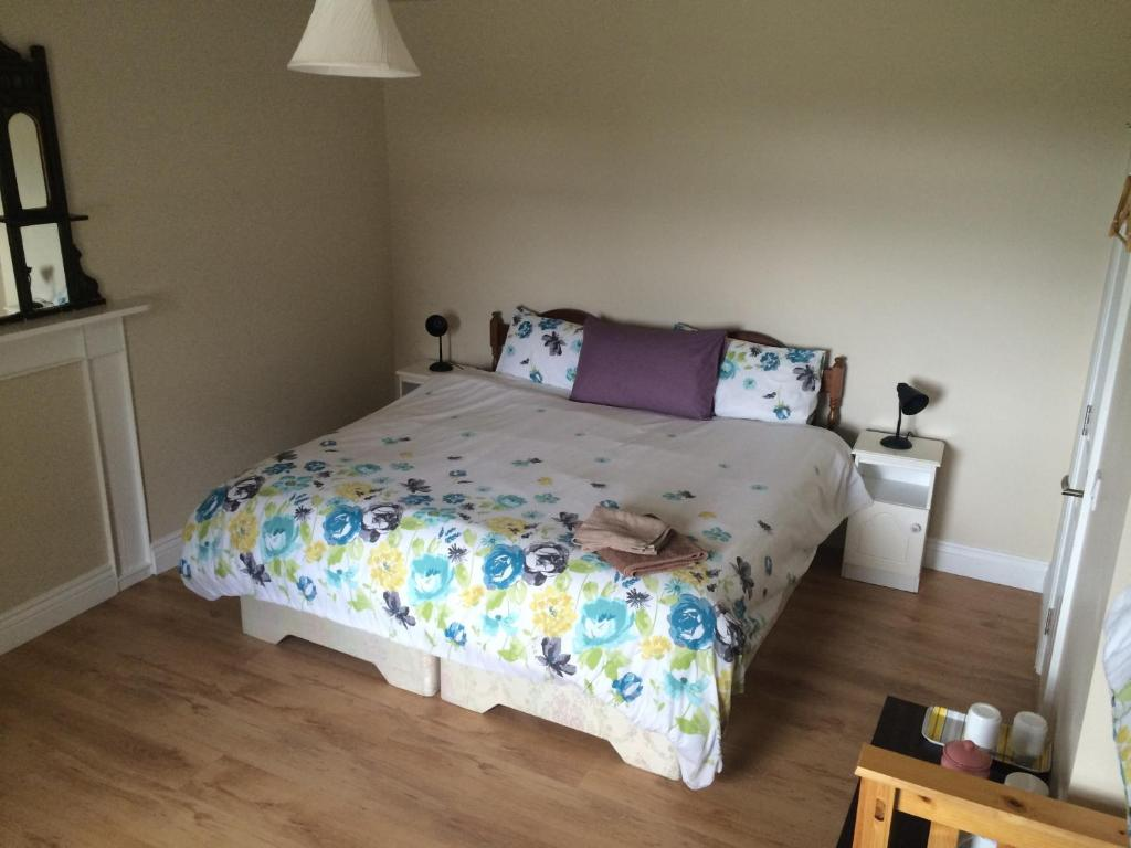 A bed or beds in a room at Dromin House