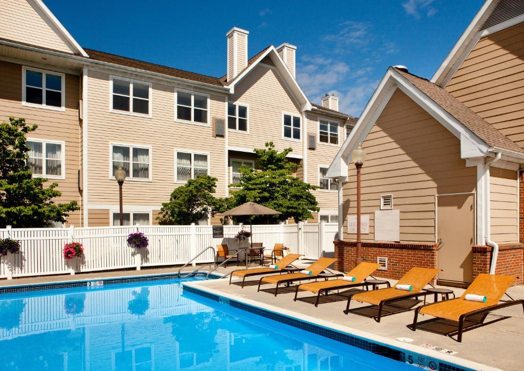 The swimming pool at or near Residence Inn Hartford Manchester