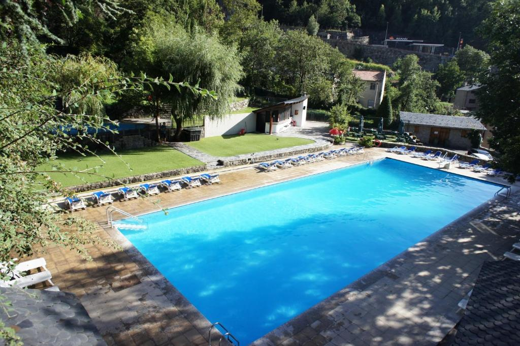 The swimming pool at or near Hotel & Apartahotel SERHS Cosmos