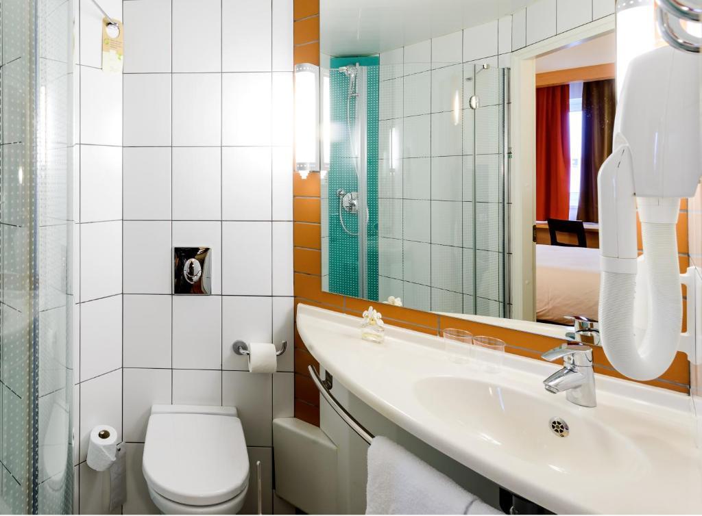 Ванная комната в Ibis Калининград Центр