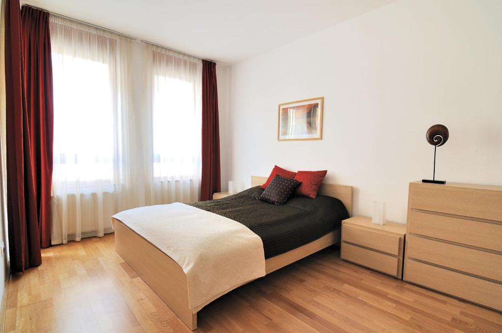 A bed or beds in a room at Leda Apartments