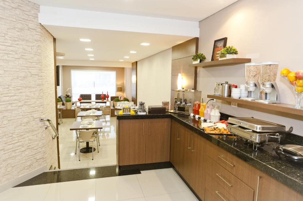 A kitchen or kitchenette at Hotel Sol