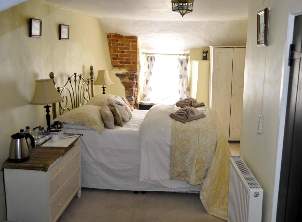 A bed or beds in a room at The Stags Head Inn