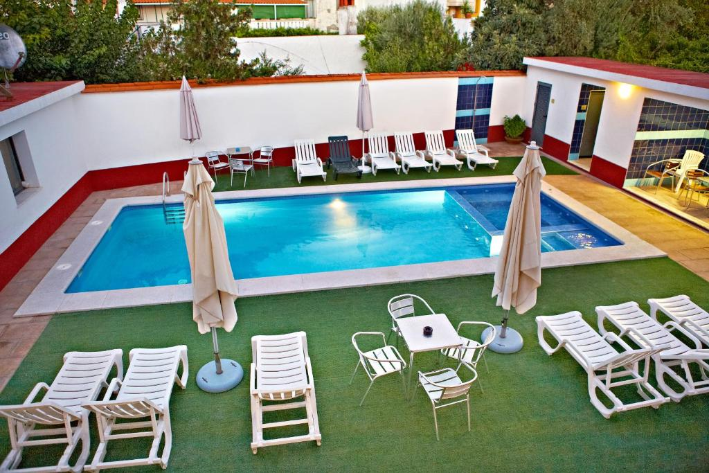 A view of the pool at Solar de Alqueva or nearby