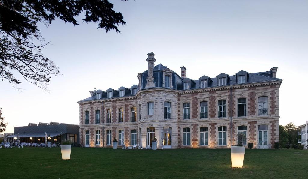 Hotel Et Spa Du Chateau Lagord France Booking Com