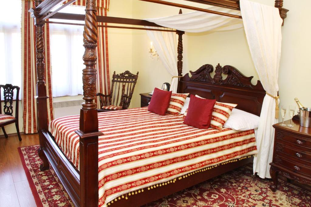 A bed or beds in a room at King Charles Boutique Residence