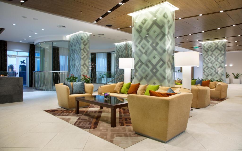 Лобби или стойка регистрации в Hilton Garden Inn Ufa Riverside