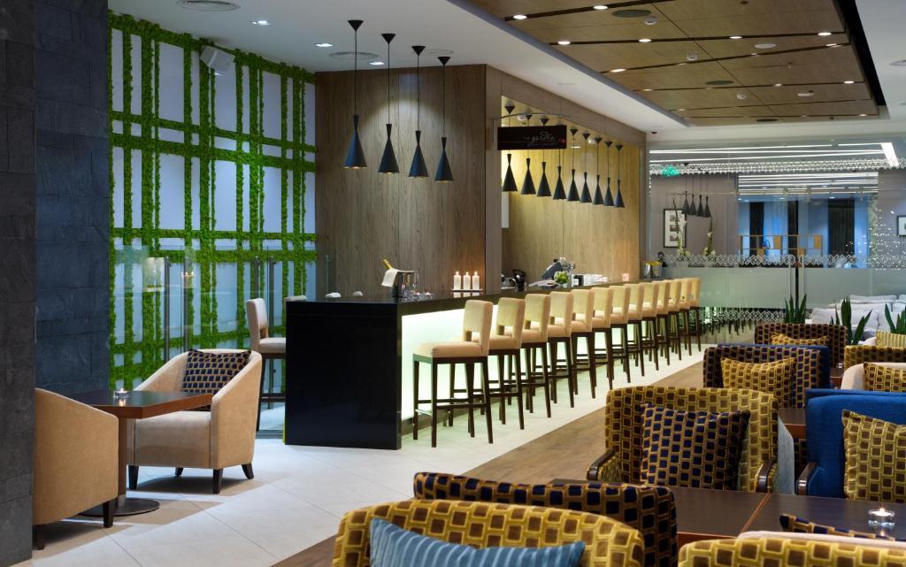 Лаундж или бар в Hilton Garden Inn Ufa Riverside