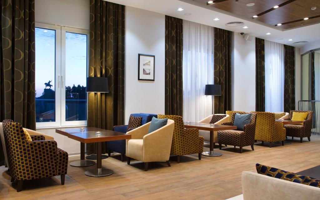 Гостиная зона в Hilton Garden Inn Ufa Riverside