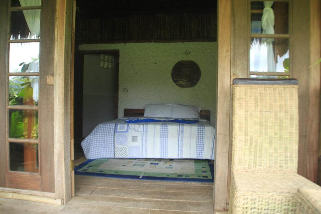 A bed or beds in a room at Warung Rekreasi Bedugul