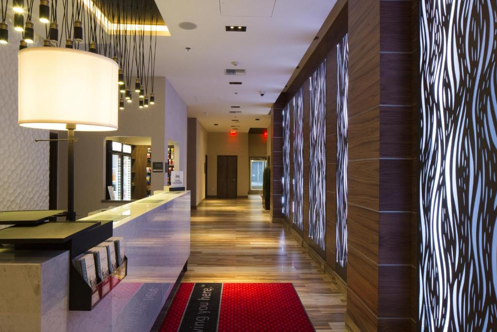 The lobby or reception area at Hampton Inn San Francisco Downtown/Convention Center