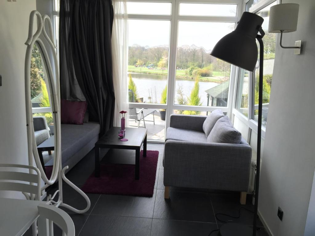 Ein Sitzbereich in der Unterkunft Villa Westbroekpark