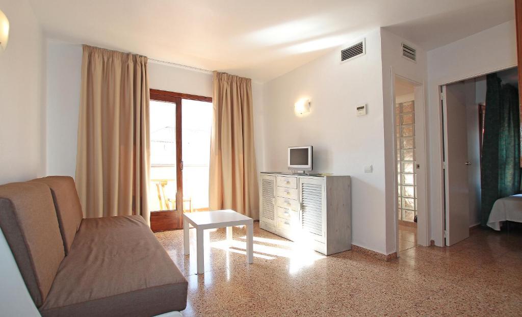 A seating area at Apartamentos Ripoll Ibiza