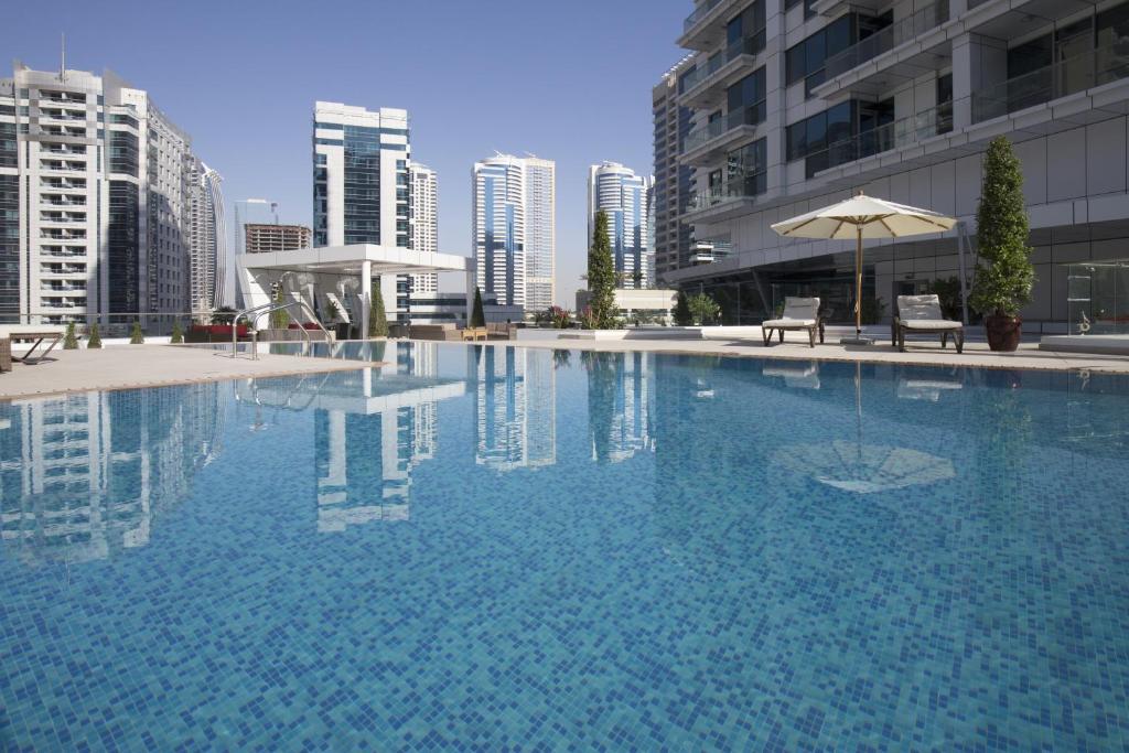 The swimming pool at or close to La Verda Suites and Villas Dubai Marina