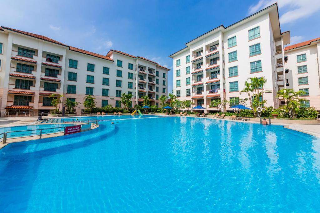 The swimming pool at or close to Diamond Westlake Suites