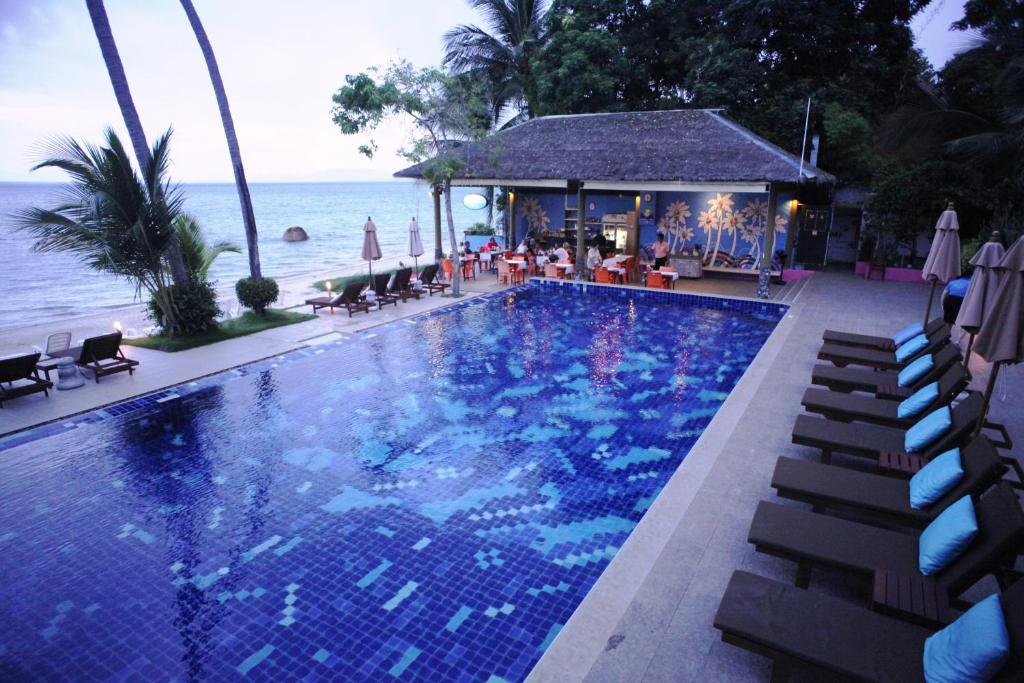 The swimming pool at or close to Palm Coco Mantra