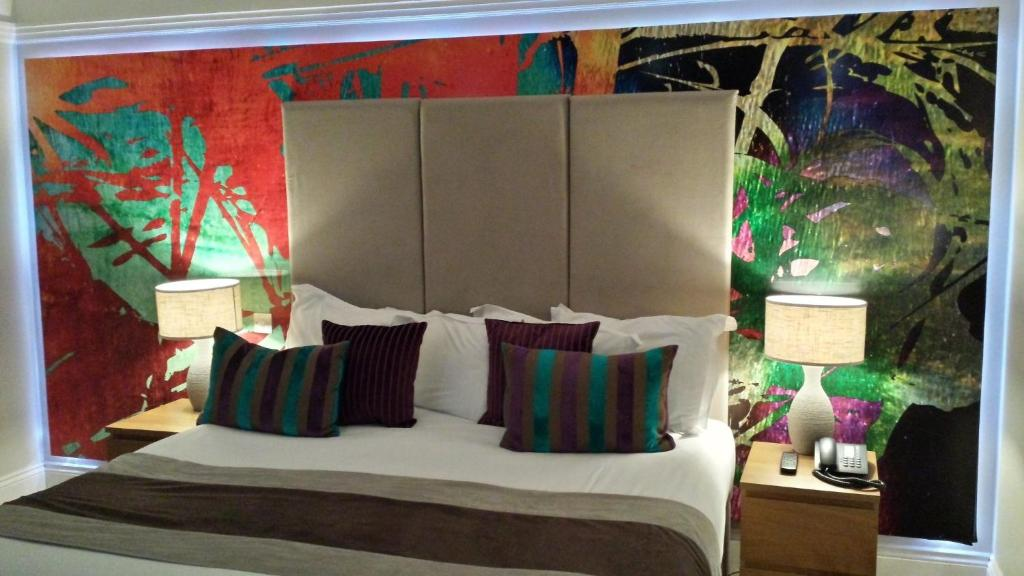 A bed or beds in a room at Remont Oxford Hotel